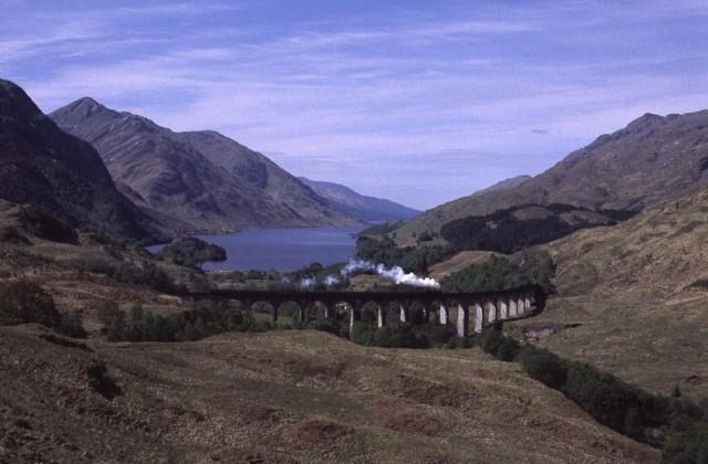 gf-v-2006-28-hogwarts-express-glenfinnan-viaduct-loch-shiel