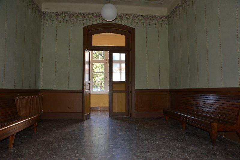honig-im-kopf-toblach-bahnhof-a 5