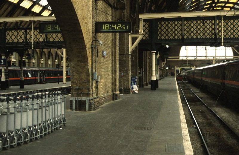 kc1-kings-cross-x-hogwarts-express-harry-potter-film-locations-drehorte